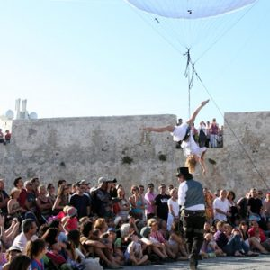 bulle_acrobate_ballon_spectacle_rue (3)