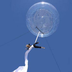 bulle_acrobate_ballon_spectacle_rue (5)