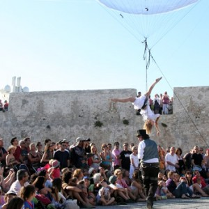 bulle_acrobate_ballon_spectacle_rue (3)