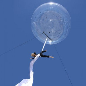 bulle_acrobate_ballon_spectacle_rue (5)