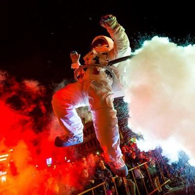spectacle de rue astronautes