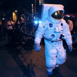 spectacle-de-rue-astronautes3